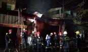 TPHCM: Tiệm tạp hóa bốc cháy trong đêm, 1 người bị bỏng