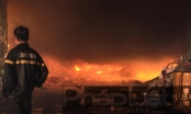 Bình Dương: Công ty gỗ Mộc Đại bốc cháy dữ dội trong đêm
