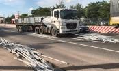 Bình Dương: Hàng ngàn thanh sắt bắt ngờ rơi xuống đường, nhiều người hoảng sợ