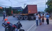 Bình Dương: Xe container lật thùng, đè tài xế tử vong trong cabin