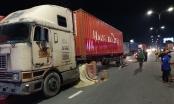 Bình Dương: Va chạm với container, 2 mẹ con tử vong thương tâm