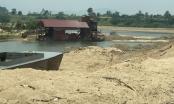 """Phú Yên: Người dân kêu cứu vì xe ben chở cát """"cày nát"""" đường liên thôn"""