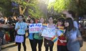 Cộng đồng người chuyển giới đi bộ quanh phố cổ Cảm ơn Quốc hội