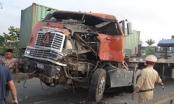 Hải Dương: Container tông đuôi xe khách, tài xế trọng thương kẹt trong cabin