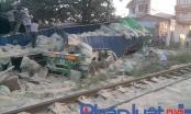 Văn Lâm (Hưng Yên): Tàu hỏa tông gãy nát xe tải chở bột mỳ