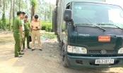 Hưng Yên: Phát hiện xe tải đổ rác thải công nghiệp ra môi trường