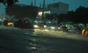 (Clip) Đường phố Sài Gòn như có lũ về sau mưa lớn