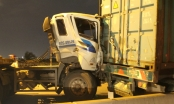 "Xe container tông nhau biến dạng trên cầu ""tử thần"""