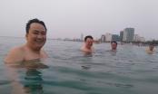 Cán bộ Đà Nẵng đồng loạt tắm biển sáng 30/4