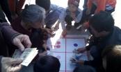 Nhức nhối ngày Tết: Khi bà già, trẻ em cũng tích cực... đánh bạc