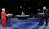 Ông Trump liên tục chặn họng, bà Clinton bảo đối thủ 'điên rồ'