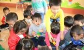 Bé trai 5 tuổi bị dọa dốc đầu vào máy vặt lông gà đã đi học trở lại