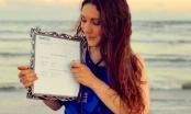 Cô gái khiến mọi người 'choáng' vì kết hôn với tấm bằng tiến sĩ