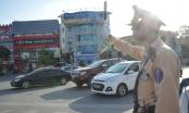 """Cảnh sát giao thông mướt mồ hôi trong """"chảo lửa"""" Hà Nội"""