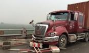 Hà Nội: Xe container mất lái đâm 4 người bị thương nặng