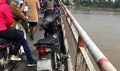 Hà Nội: Nam thanh niên bỏ lại xe máy, nhảy cầu Chương Dương tự vẫn