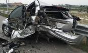 Xế hộp bẹp rúm sau tai nạn kinh hoàng trên cao tốc Hà Nội - Hải Phòng