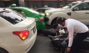 Hà Nội: Xe bán tải gây tai nạn nghiêm trọng khiến 3 người trọng thương
