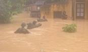 Điện Biên: Thêm số người thiệt mạng trong mưa lũ, Bộ đội Biên phòng bơi trong nước để cứu hộ