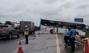 Hai xe va chạm trên cao tốc, hàng chục hành khách được phen hoảng loạn