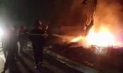 Quảng Ninh: Hỏa hoạn bùng phát bên đường, khiến nhiều người dân phát hoảng trong đêm cận Tết
