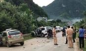 Xe cứu thương đấu đầu xe taxi khiến nhiều người thương vong