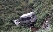 """Xe cứu hộ """"cõng"""" xe 16 chỗ lao xuống vực, hai người thiệt mạng"""