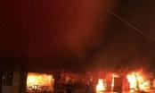 Hà Nội: Hỏa hoạn thiêu rụi nhiều ki ốt, người dân phát hoảng bỏ chạy