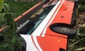 Phú Thọ: Xe khách mất lái lao xuống ruộng, lật ngửa, nhiều người may mắn thoát nạn