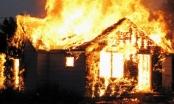 Bàng hoàng phát hiện thi thể đôi nam nữ sau tiếng hô thất thanh trong ngôi nhà bốc cháy
