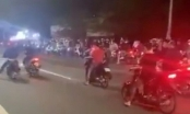 Video: Hàng trăm quái xế liều lĩnh chặn xe giữa đường để tổ chức đua xe trái phép
