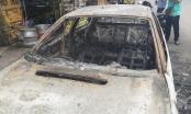 TP HCM: Ô tô bốc cháy ngùn ngụt, tài xế tháo chạy thoát thân