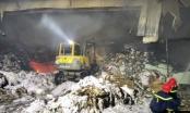 Hải Phòng: Đang cháy lớn tại xưởng giấy vụn gần 800m2 ở xã Đại Bản