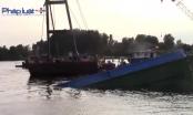 Bình Dương: Trục vớt sà lan lật úp trên sông Sài Gòn