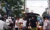 Siêu xe Lamborghini mạ vàng bốc cháy trên phố Hà Nội