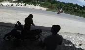 Clip: Xe máy chạy tốc độ tử thần tông trực diện người qua đường