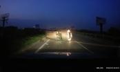 Clip: Tránh bó củi, ôtô lộn nhào tóe lửa trên cao tốc Hà Nội - Bắc Giang