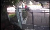 Clip thanh nên đi xe máy tiện tay trộm luôn thùng rác