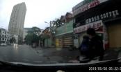 Clip hai tên trộm rút dao đe dọa khi bị tài xế ôtô truy đuổi