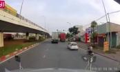 Clip: Đang ôm cua, xe container bị lật ra đường