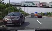 Xuất hiện clip xe Toyota Altis liều mình chạy ngược chiều trên đường Võ Nguyên Giáp