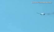 [Clip]: Hãi hùng cảnh Boeing 777 bốc cháy, bắn lửa trên không