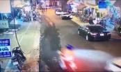 [Clip]: Ô tô không người lái tự trôi tông hàng loạt xe máy khiến nhiều người hoảng sợ