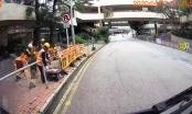 [Clip]: Công nhân bốc cháy khi đang thi công trên tuyến phố