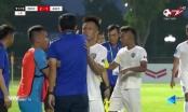 Sốc với Video HLV CLB Phố Hiến xông vào 'bóp cổ' cầu thủ An Giang
