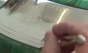 [Clip]: Liverpool được khắc tên lên chiếc cúp bạc Premier League danh giá