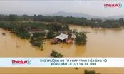 Thứ trưởng Bộ Tư pháp Nguyễn Thanh Tịnh trao tiền ủng hộ đồng bào bão lụt tại Hà Tĩnh
