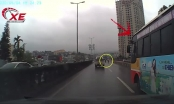 Clip: Bức xúc cảnh xe buýt Phúc Xuyên chèn ép xe máy rồi bỏ chạy