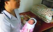 Hà Tĩnh: Phát hiện một bé gái sơ sinh bị bỏ lại trước cổng chùa