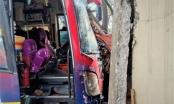 Hà Tĩnh: Bị trâu ngáng đường, xe khách đâm vào nhà dân